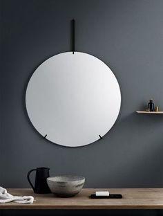 北欧デザインMOEBE(ムーベ)のシンプル至極の壁掛けのウォールミラー。どんな空間も上質で洗練された印象になる美しい鏡は住宅のインテリアからホテルやモデルルーム、飲食店のレストルームまで。