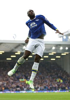 Romelu Lukaku Photos - Romelu Lukaku of Everton celebrates scoring his team's fourth goal during the Premier League match between Everton and Leicester City at Goodison Park on April 2017 in Liverpool, England. - Everton v Leicester City - Premier League Goodison Park, Premier League Matches, Everton, Leicester, Liverpool England, Football, City, Celebrities, Squad