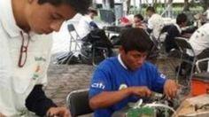 Estudiantes de Puebla construyen robots con desechos de reciclatón
