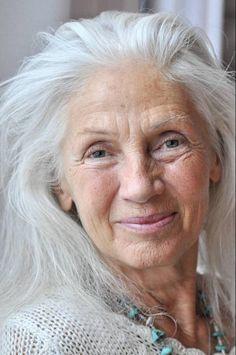 Résultats de recherche d& pour « ingmari lamy Long Gray Hair, Grey Hair, Estilo Hippy, Beautiful Old Woman, Beautiful People, Aged To Perfection, Advanced Style, Ageless Beauty, Aging Gracefully