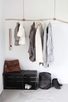 Detail hanger /detalhe cabide - DIY idea for an entryway - driftwood hung from rope and a painted wooden crate. Hanging Coat Rack, Diy Coat Rack, Coat Hanger, Coat Racks, Hanging Rail, Diy Hanging, Jacket Hanger, Hanger Rack, Wooden Clothes Rack