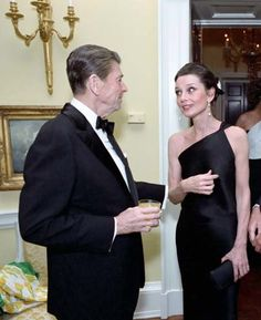 Imagine that, two of my favorite people together! Too funny! Ronald Reagan, Audrey Hepburn, Role Models, Formal Dresses, Celebrities, People, How To Wear, Inspire, Inspirational