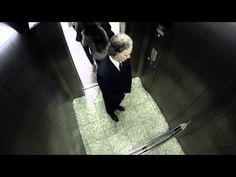 Imagina: subes a un ascensor, hay una pantalla de noticias sobre un cadaver desaparecido, cuando de repente... #streetmktg