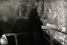 Dove Allouche, Déversoirs d'orage I, 2009. Héliogravure, 50 x 40 cm (64 x 54 cm encadré). Courtesy de l'artiste et Gaudel de Stampa, Paris. Droits réservés.