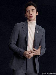 The beauty of this man. Asian Actors, Korean Actors, Dramas, Chinese Man, Asian Hotties, Peach Blossoms, China, Chinese Actress, Asian Men