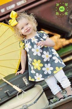 Little girls swing top/dress Sewing Kids Clothes, Sewing For Kids, Diy Clothes, Kids Clothing, Sewing Projects For Beginners, Sewing Tutorials, Sewing Patterns, Sewing Crafts, Little Girl Dresses