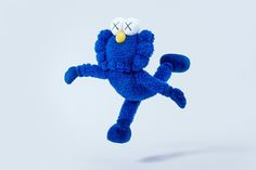 KAWS Unveils 'BFF' Sculpture and Merchandise Collection — urdesignmag Kids Birthday Gifts, Designer Toys, Old Toys, Art Boards, Baby Toys, Decorative Throw Pillows, Smurfs, Dinosaur Stuffed Animal, Canvas Prints