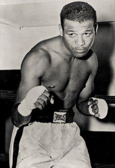 Sugar Ray Robinson boxer, was born and raised in Detroit, Michigan. Sugar Ray Robinson, Kickboxing, Muay Thai, Jiu Jitsu, Boxing Posters, Boxing History, Boxing Champions, Sport Icon, Sports Figures