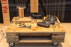 Diesen schlichten Tisch haben wir aus einer alten Industriepalette gefertigt.   Durch eine liebevolle Behandlung ,das Schleifen von Hand und die Lackierung wird das Material aufgewertet und so zu...