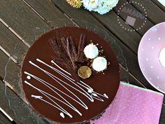 La semana pasada fue el cumpleaños de mi padre, así que este fin de semana, indudablemente, tocaba tarta de postre. Buscando una receta que...