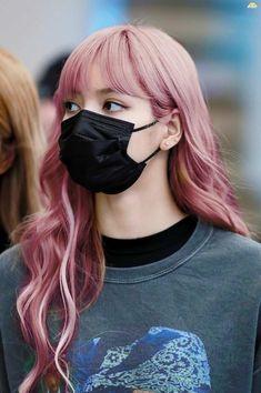 """a prayer circle for pink lisa 🙏🏻"" Kpop Girl Groups, Kpop Girls, Ulzzang, Lisa Hair, Lisa Blackpink Wallpaper, Chica Cool, Blackpink Photos, Kim Jisoo, Blackpink Fashion"