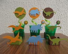 Kit Dinossauros - 165 itens Die Dinos Baby, Dinosaur Party, Party Themes, Birthday Parties, Baby Shower, Halloween, Kids, Wedding, Industrial Kids Decor