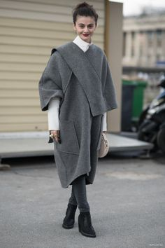 Can capes brings superpowers? This one just might? #NataliaAlaverdian upping the ante in this saucy grey coverup.