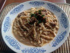 Macaroane cu tocanita de porc si sos de smantana Spaghetti, Ethnic Recipes, Pork, Recipes, Noodle