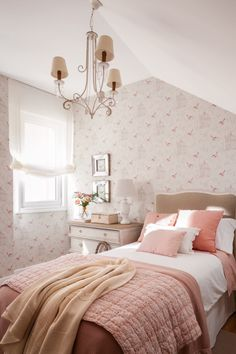 MG 0806. dormitorio infantil con papel pintado en rosita