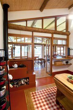 """Cozinhas rústicas têm jeito de interior e """"cheiro de casa de avó""""; veja"""