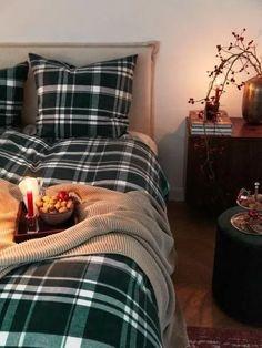 10 idee per decorare la zona notte per Natale Comforters, Blanket, Inspiration, Bed, Home Decor, Fall Home Decor, Wood Furniture, Home Decoration, Home Ideas