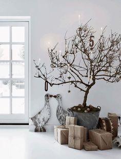 The most beautiful white Christmas interiors Danish Christmas, Scandi Christmas, Christmas Interiors, Noel Christmas, Christmas Fashion, Modern Christmas, White Christmas, Simple Christmas, Minimalist Christmas Tree