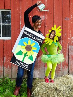 I see a family-wide Halloween costume in our future. The felt seed packet uses store-bought letters, and the flower's petals are stapled to a simple headband. Other family members can dress up as farmers (in overalls and straw hats) or more flowers. Costumes Duo, Cute Costumes, Family Halloween Costumes, Halloween Kostüm, Holidays Halloween, Costume Ideas, Mother Daughter Halloween Costumes, Farmer Costume, Creative Costumes