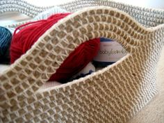 Rectangular sisal basket using crochet Sisal, Diy Tricot Crochet, Crochet Rope, Irish Crochet, Rope Basket, Basket Weaving, Cat Basket, Crochet Basket Pattern, Crochet Patterns