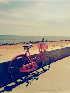 Brown leather saddle & grips - Salmon pink color #cycle by My Vintage Bicyclette
