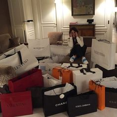 Goals shopping day, shopping spree, girls shopping, happy shopping, paper s Jet Set, Rich Lifestyle, Luxury Lifestyle, Millionaire Lifestyle, Wealthy Lifestyle, Lifestyle Blog, Mega Shopping, Shopping Spree, Girls Shopping