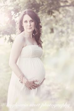 Beautiful outdoor maternity photo shoot in Texas