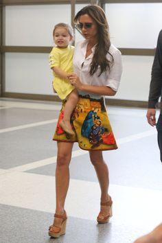 Victoria Beckham donará 25 prendas de su hija Harper