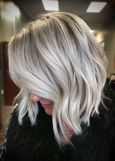 Unique Blonde Lob Haircut Styles for Women in Year 2020 Lob Haircut Blonde haircut Lob styles unique women year Modern Bob Hairstyles, Hairstyles Haircuts, Braided Hairstyles, Cool Hairstyles, Haircut Styles For Women, Hair Styles, Bob Haircuts 2017, Women In Years, Blonde Hair Colour Shades
