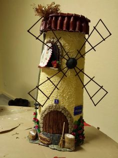 sandylandya@outlook.es  JUANI Y ALGO MAS: TEJA DECORADA Clay Houses, Miniature Houses, Craft Projects For Kids, Projects To Try, Decoupage, Fairy Jars, Roof Tiles, Decorative Tile, Fairy Houses