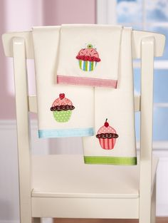 3 PC Cupcake Kitchen Towel Set Polyester/Cotton Home Decor Accents NEW I4874