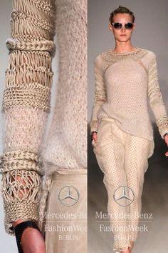 Knitting inspiration: Dawid Tomaszewski S/S 2014 Knitting Blogs, Knitting Designs, Hand Knitting, Crochet Designs, Knitwear Fashion, Knit Fashion, Mode Crochet, Knit Crochet, Knitting Patterns