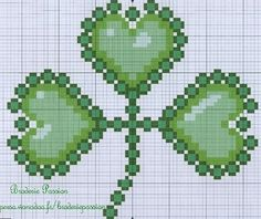 I could get my Irish around this pattern Celtic Cross Stitch, Just Cross Stitch, Cross Stitch Heart, Counted Cross Stitch Patterns, Beaded Embroidery, Cross Stitch Embroidery, Fuse Bead Patterns, Peyote Patterns, St Patrick's Day Crafts
