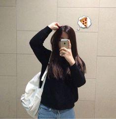 New photography girl grunge outfit Ideas Pale Grunge, Grunge Hair, Grunge Style, Aesthetic Photo, Aesthetic Girl, Tumblr Photography, Photography Poses, Korean Girl, Asian Girl
