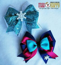 Elsa & Anna Hair Bow set - these would be cute to make as party favors for a Frozen Birthday party. Frozen Bows - Elsa & Anna Sisters Combo Set from Mad Happy Studio on Storenvy Cuz it's frozen I don't know about making them exactly like this but it woul Princess Hair Bows, Girl Hair Bows, Ribbon Crafts, Ribbon Bows, Ribbons, Broches Disney, Frozen Bows, Elsa Frozen, Disney Frozen