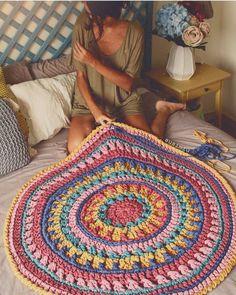 Basket rope diy yarns new ideas Crochet Carpet, Crochet Home, Diy Crochet, Crochet Baby, Crochet Rug Patterns, Crochet Mandala Pattern, Crochet Doilies, Doily Rug, Afghan Patterns