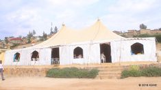 Certaines églises ne rempliraient pas toutes les normes de sécurité, telle cette église sous tente. (photo : IGIHE)E Les autorités de la ville de Kigali ont procédé, depuis deux semaines, à la fermeture de 714 églises non conformes, se trouvant sur le...