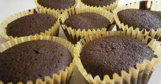 Remek recept Csodás csokis muffin recept. A legújabb netes szerzeményemet szeretném megosztani veletek. Ma probáltam ki és voltam olyan bátor hogy rögtön dupla adagot készitettem belöle, bevallom nem bántam meg! :) Finom omlós részta lett a végeredmény és az izére sem lehet panasz. :) Az eredeti receptben nem szerepel tej, de a tészta túl sürü lett igy kellett egy kis turpisság, és ezért mindenkinek ajánlom hogy helyezzen a keze ügyébe 1-2 dl-nyi tejet. :) Jó étvágyat! :)