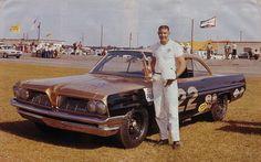 Fireball Roberts with Smokey Yunicks Pontiac in Nascar Race Cars, Old Race Cars, Dodge Daytona, Daytona 500, Drag Racing, Auto Racing, Chevy Models, Vintage Race Car, Vintage Auto