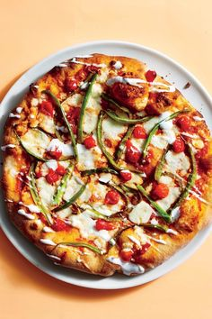 If you're pro-pepper, this combination of sweet and heat will tickle your tastebuds—and it takes less than half an hour to make! Fun Cooking, Cooking Light, Cooking Recipes, Pizza Recipes, Dinner Recipes, Drink Recipes, Crispy Pizza, Whole Wheat Pizza, Dinner Dishes