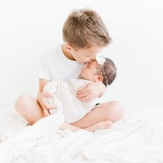 Awesome Pregnancy detail are readily available on our website. Have a look and y… Awesome Pregnancy detail are readily available on our website. Have a look and you wont be sorry you did. Newborn Pictures, Baby Pictures, Newborn Sibling Pictures, Photo Bb, Foto Baby, Newborn Baby Photography, Newborn Session, Baby Girl Newborn, Baby Baby