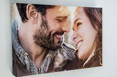 Die Fotoleinwand ist ein wundervolles Fotogeschenk für Familienmitglieder oder Freunde. Lade dein Bild hoch und lasse es auf eine Leinwand drucken.