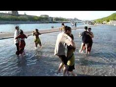 Mazurka les pieds dans l'eau :) Only in France