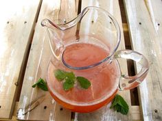 5 cups water 1 cup lemon juice 15-18 medium to large strawberries 1/2 cup sugar 2 cups ice optional: mint sprigs to garnish.