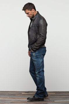 Simple look - jeans and leather jacket!