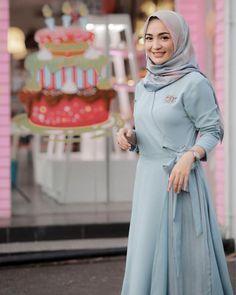 Frock Fashion, Abaya Fashion, Muslim Fashion, Fashion Dresses, Lace Gown Styles, Dress Brokat, Muslim Dress, Kurti Designs Party Wear, Hijab Chic