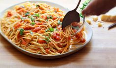 NYT Cooking: Spaghetti With Fresh Tomato and Basil Sauce - sub veg noodle for pasta Spaghetti Sauce Tomate, Basil Pasta Sauce, Tomato Basil Pasta, Pasta Sauce Recipes, Tomato Sauce, Garlic Pasta, Spaghetti Squash, Pasta Sauce With Fresh Tomatoes, Plum Tomatoes