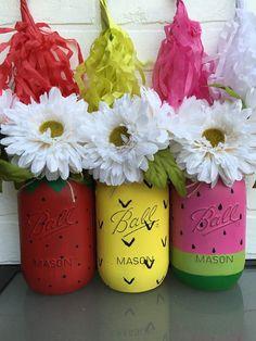 Strawberry, Pineapple, & Watermelon Mason Jar Set - this is so fun for summer! The Cutest Mason Jar Decor - Little Blonde Mom Mason Jar Projects, Mason Jar Crafts, Mason Jar Diy, Diy Projects, Manson Jar, Watermelon Birthday, Fruit Painting, Do It Yourself Crafts, Painted Mason Jars