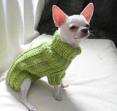 Ropa de perro suéter - ropa de Chihuahua - mascotas - perro pequeño por BubaDog por cable Suéter tejido a mano para un perro de lanas el 50% + 50% acrílico. Esta ropa es ideal para todas las estaciones para su mascota. Esta ropa para perros es muy suave y cómodo, fácil de poner a su perro.