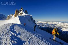 Europe, France, French Alps, Haute-Savoie, Chamonix, Aiguille du Midi, skiers starting the Vallee Blanche off piste